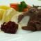 Gekochtes Rindfleisch mit Meerrettichsoße und Salzkartoffeln